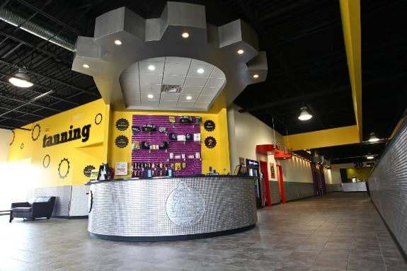 Planet Fitness: 2155 Village Mall Dr, Ontario, OH