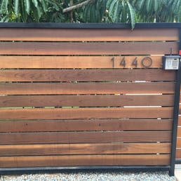 Horizontal Redwood Fence 5 5 Quot Pickets Stained Metal Frame