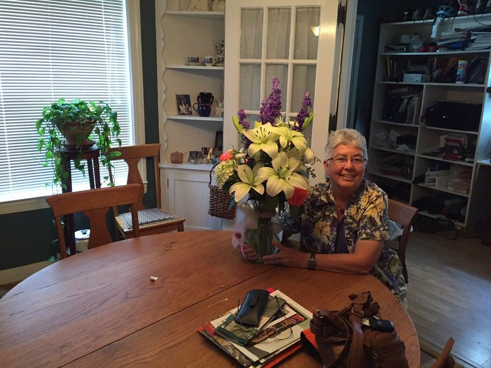 Attalla Florist: 317 Cleveland Ave SE, Attalla, AL