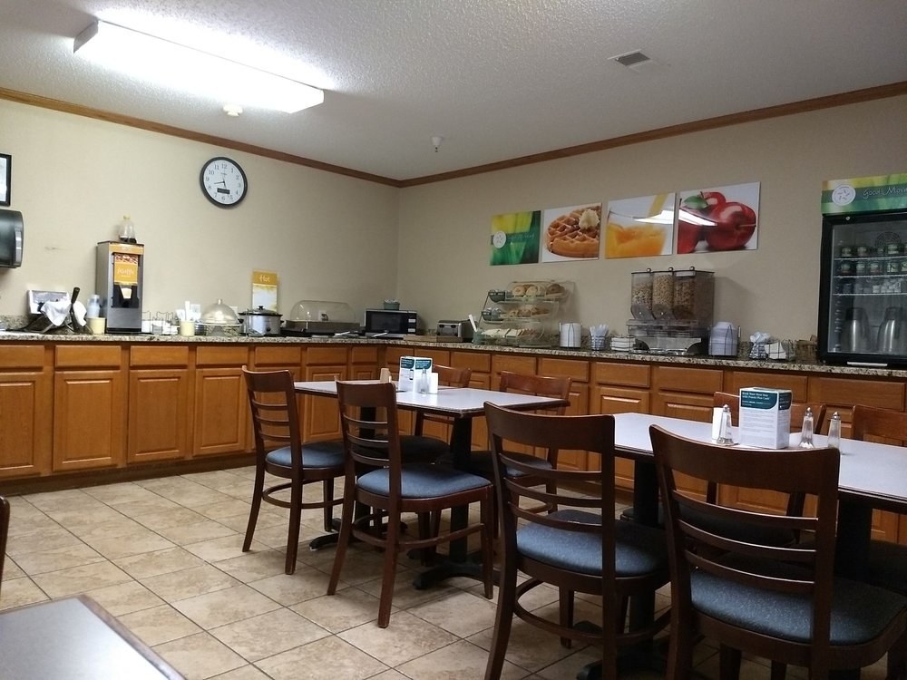 Quality Inn & Suites Eldridge Davenport North: 1000 E Iowa St, Eldridge, IA