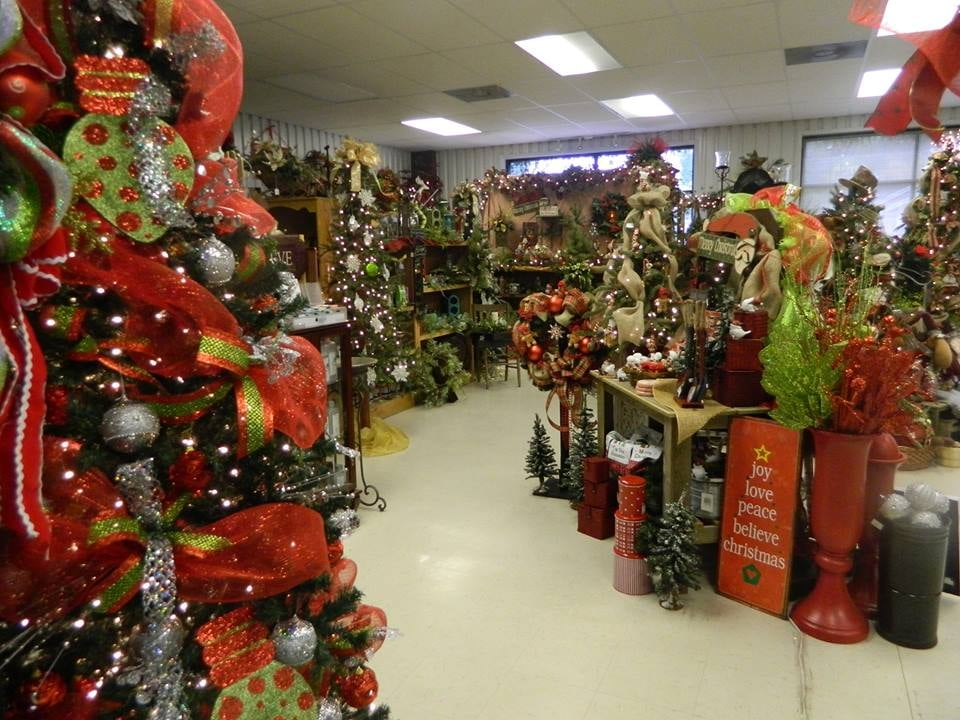 Southern Girls Flowers, Gifts & More: 214 N Lakeside Dr, De Queen, AR