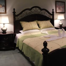 rose garden bed and breakfast bed breakfast 1030 bathurst street seaton village toronto. Black Bedroom Furniture Sets. Home Design Ideas