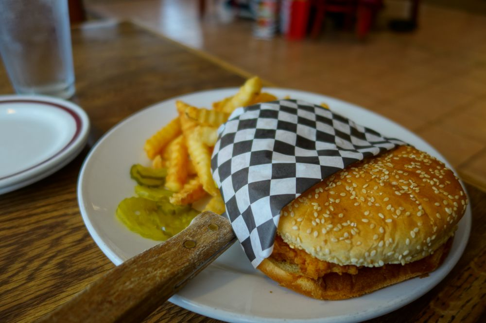 Parkers Restaurant & Brewery: 1300 Mt Saint Helens Way NE, Castle Rock, WA