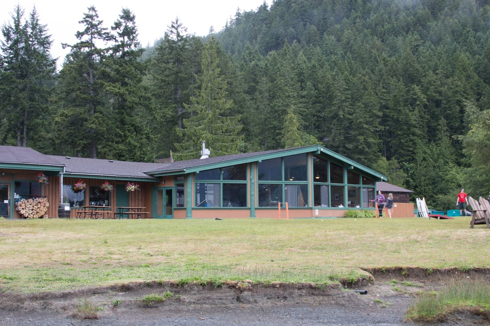 Lodge on the edge of lake crescent at log cabin resort for Log cabin resort lago crescent wa