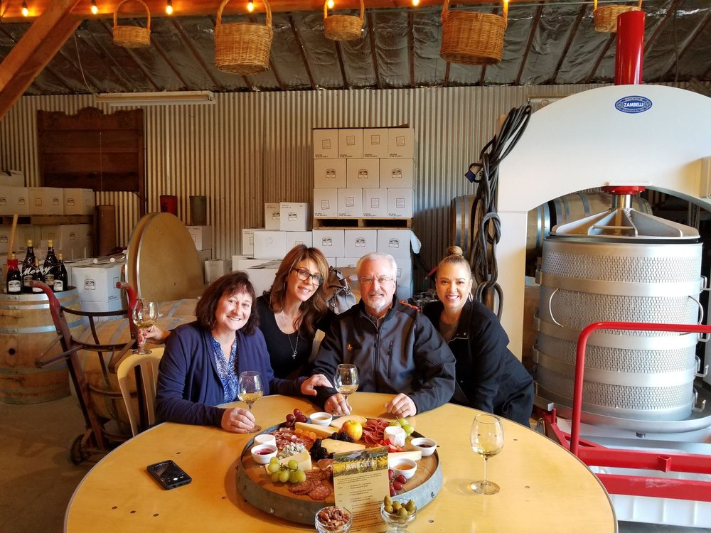 La Vida Bella Winery: 1624 Chardonnay Ridge Rd, Aptos, CA