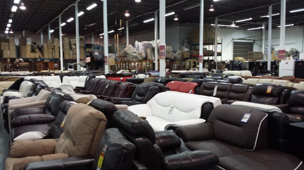 M ga meubles montr al furniture stores 8755 boulevard for Mega meuble montreal