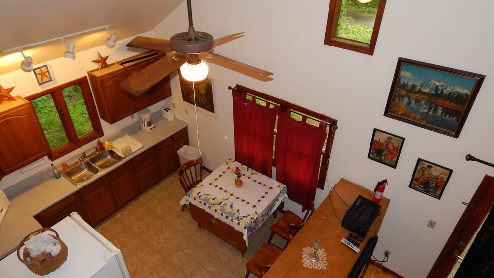 Cabin By the Pond: 4760 Springer Ridge Rd, Carbondale, IL