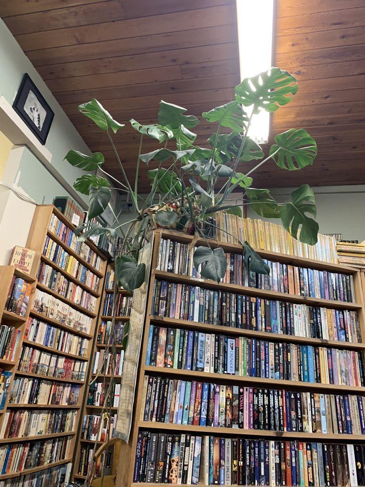 While Away Books: 932 W Harvard Ave, Roseburg, OR