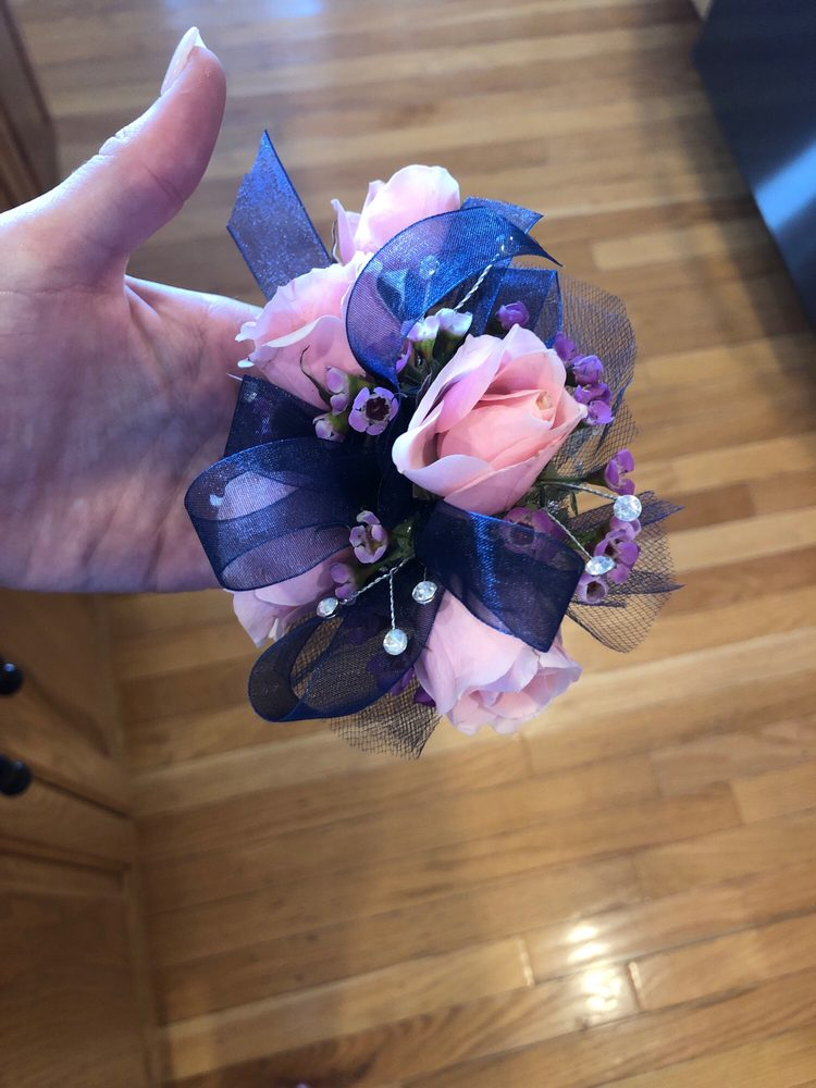 Cahoon's Florist and Gifts: 331 Botetourt Rd, Fincastle, VA