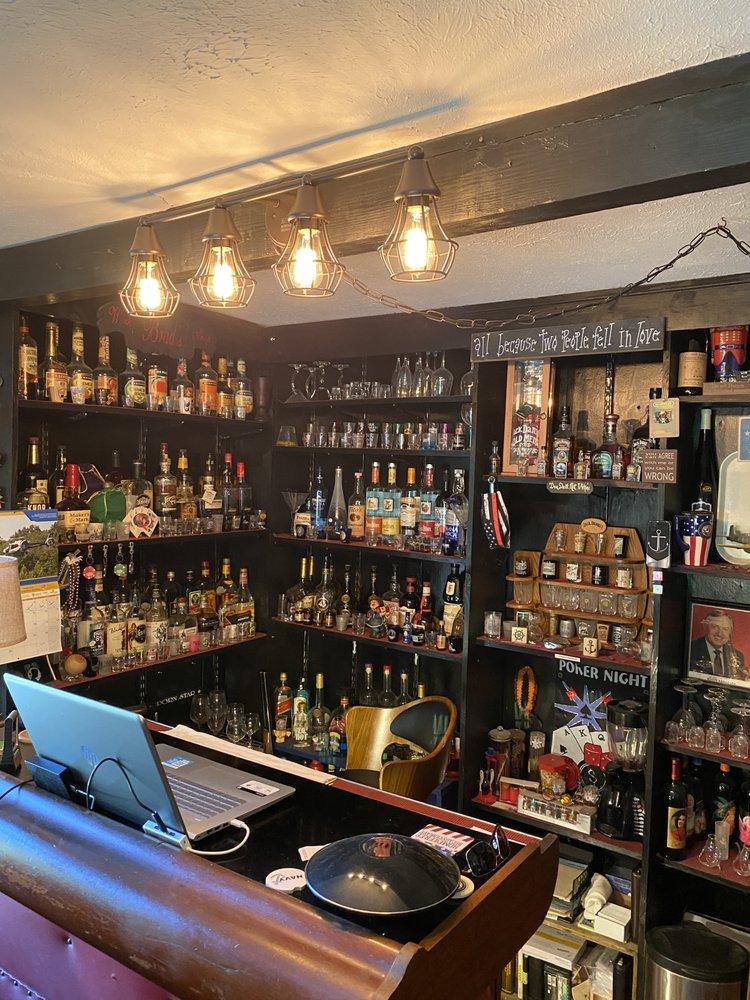 Rocko's Liquor Wine & Beer: 623 W Main St, Bridgeport, WV