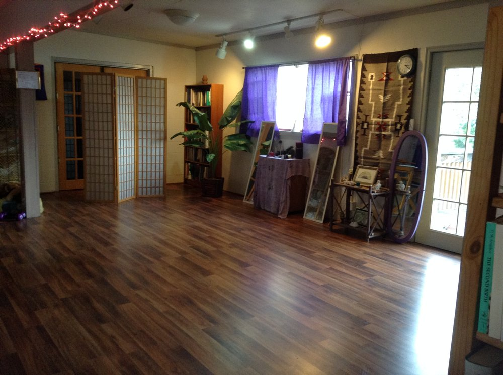 Elona's Circle of Healing Arts: 115 S Main St, Canyonville, OR