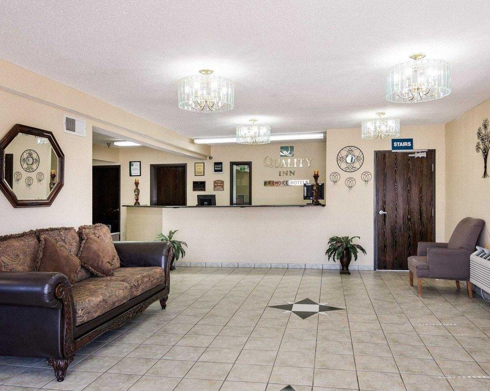 Quality Inn: 1240 S W Wanamaker Rd, Topeka, KS