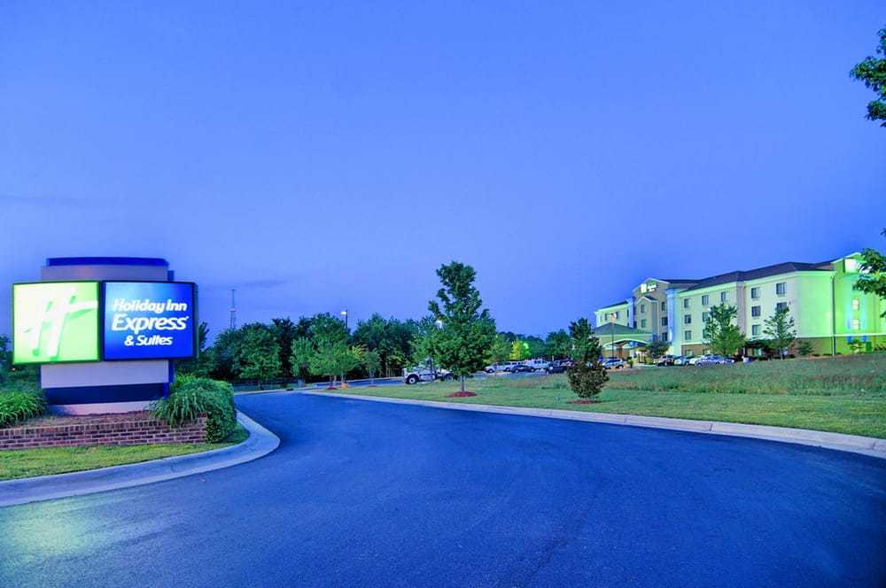 Holiday Inn Express & Suites Roanoke Rapids Se: 74 Premier Blvd, Roanoke Rapids, NC