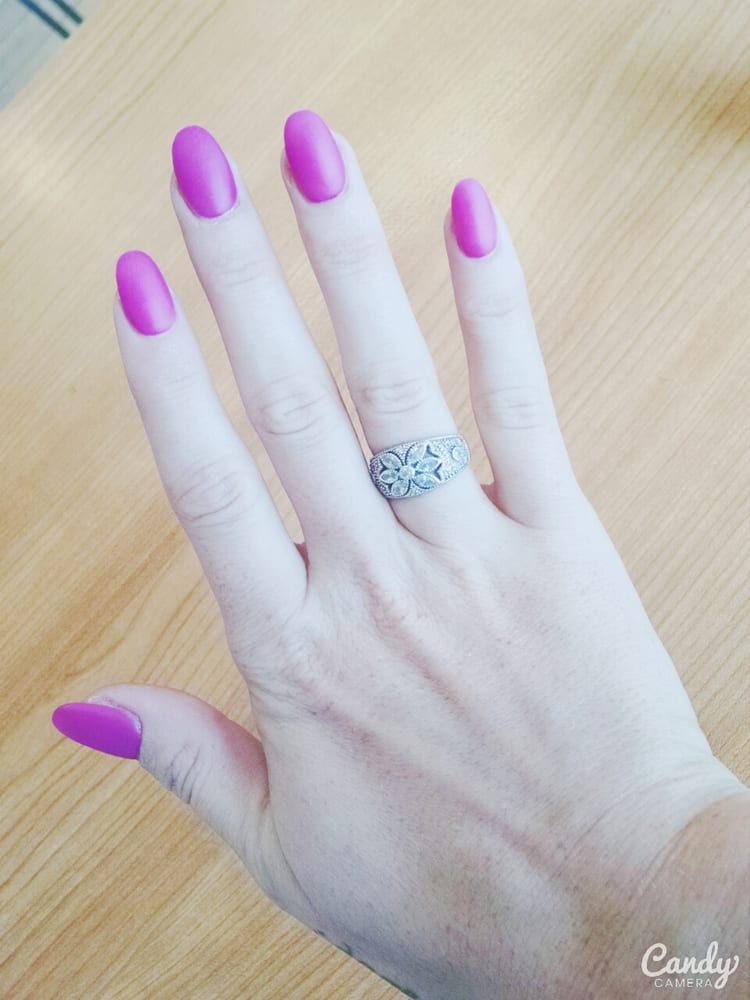 Lisa did an amazing job on my acrylics. You can\'t tell they aren\'t ...