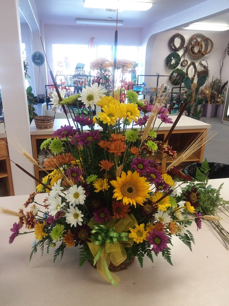 Accent on Flowers: 1114 Main St, Alamosa, CO