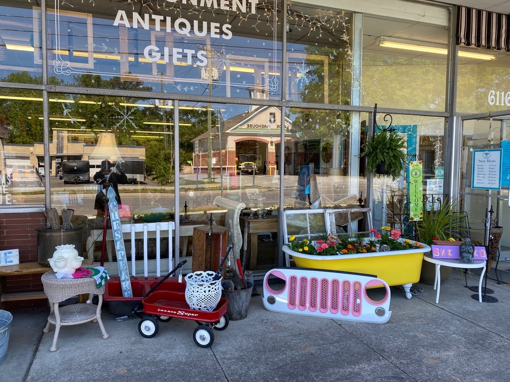 Jujubee's. Consignment, Antiques & Gifts: 6116A Lakeside Ave, Richmond, VA