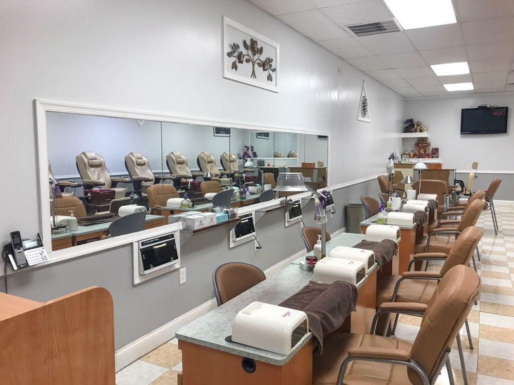Le' Nails & Spa: 30 Carpenter Rd, Wilmington, DE