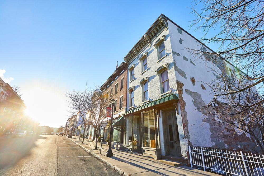 The Hudson Milliner: 415 Warren St, Hudson, NY