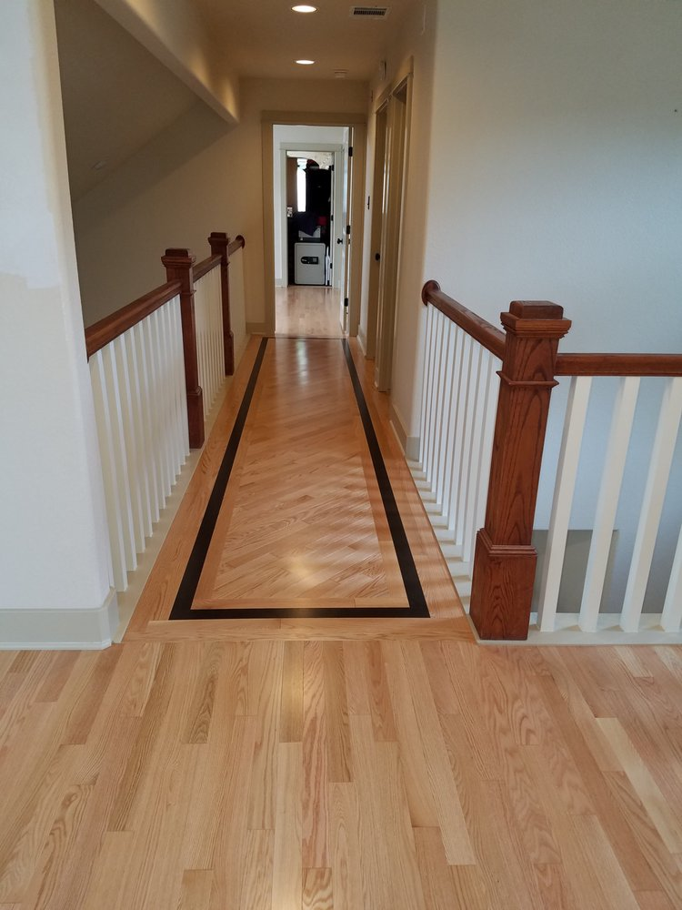 Narrow Natural Oak Floor With Java Stained Oak Inlay