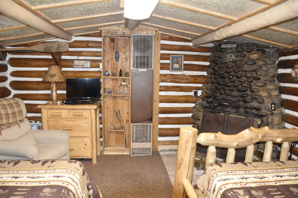 Chinook Cabins & RV Park: 29668 US Highway 160, South Fork, CO