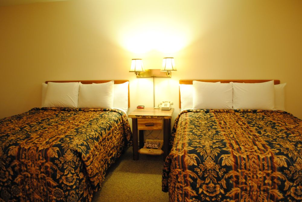Camp Inn Lodge: 3111 N US-23, Oscoda, MI