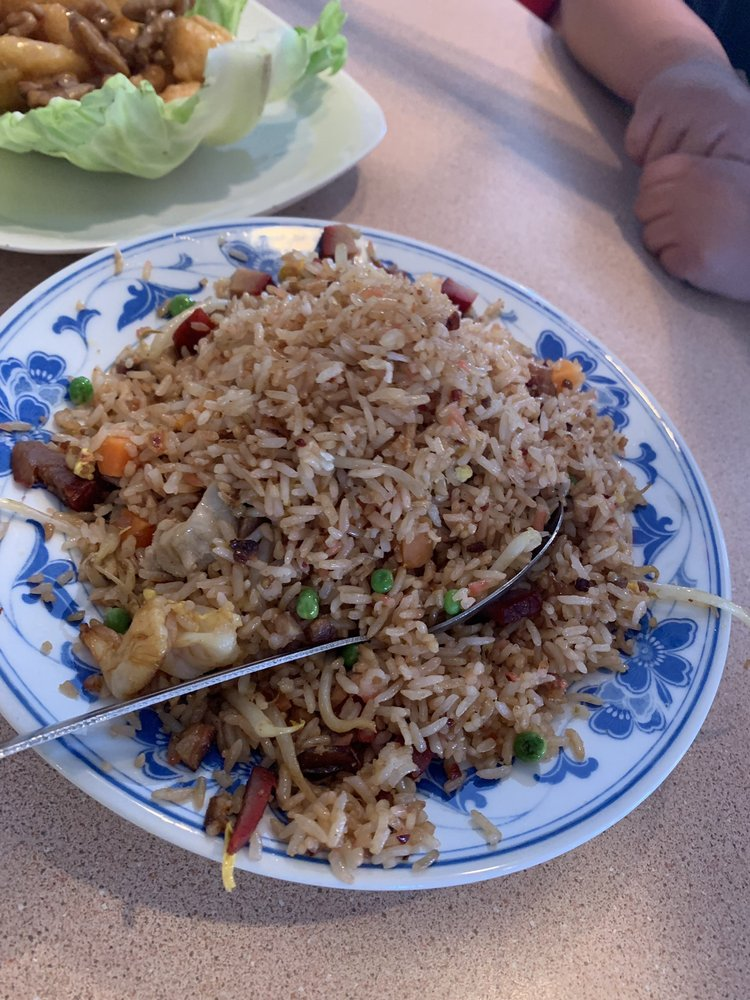 Szechuan Chinese Restaurant: 1140 N Pacific Hwy, Cottage Grove, OR