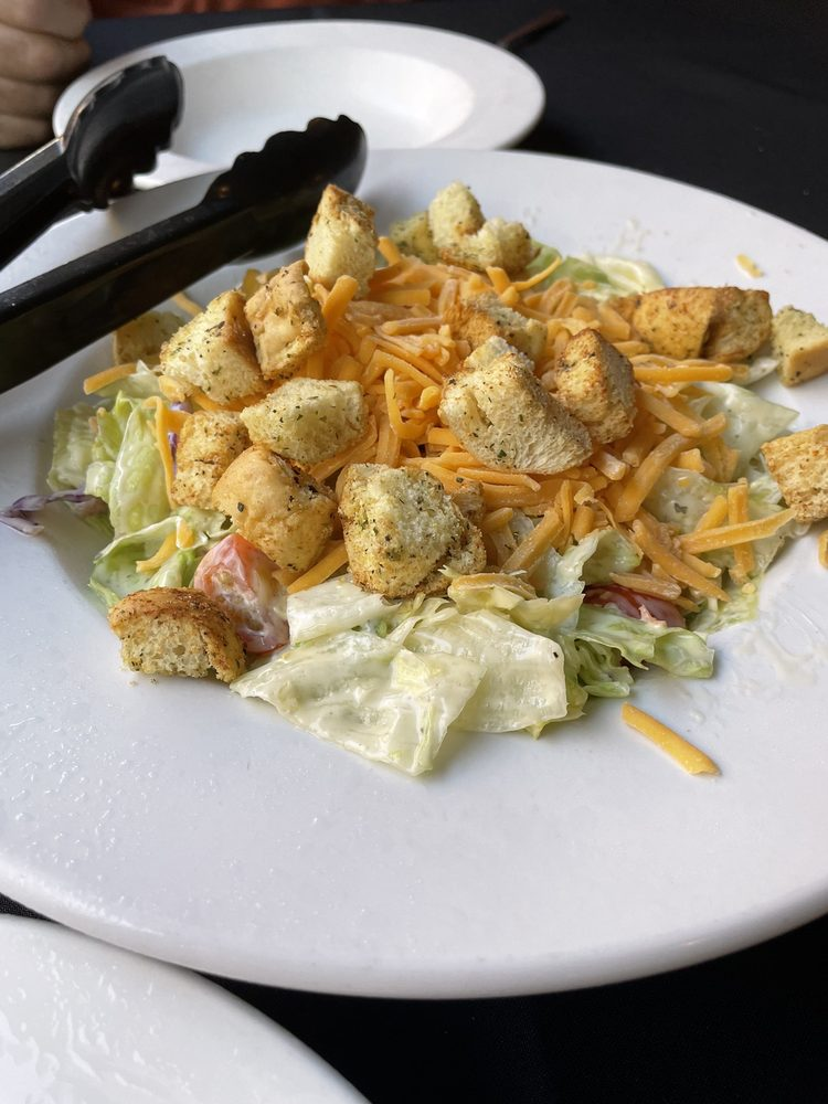 Capronis Restaurant and Bar: 320 Rosemary Clooney St, Maysville, KY