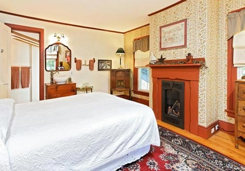Black Lantern Bed & Breakfast: 57 Elm St, Topsham, ME