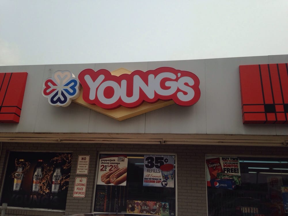 Youngs - Valero: 709 Main St, Eastover, SC