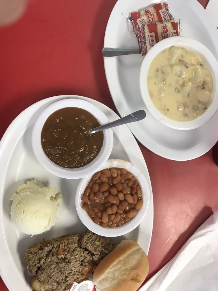 Mom's Country Kitchen: 470 S Commerce Ave, Front Royal, VA