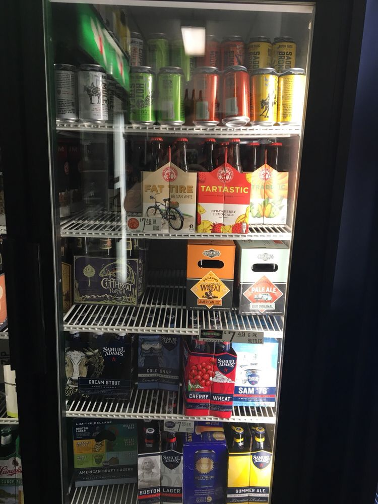 Lariat Liquor: 341 W 3rd St, Chadron, NE