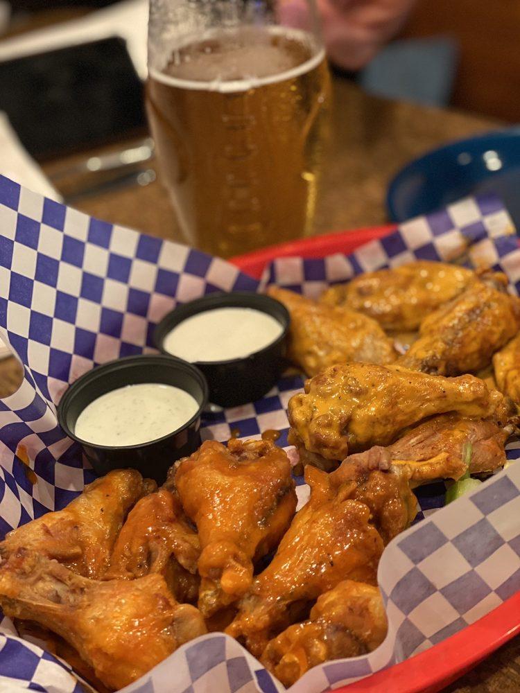 Blue Moose Burgers & Wings: 2430 Teaster Ln, Pigeon Forge, TN
