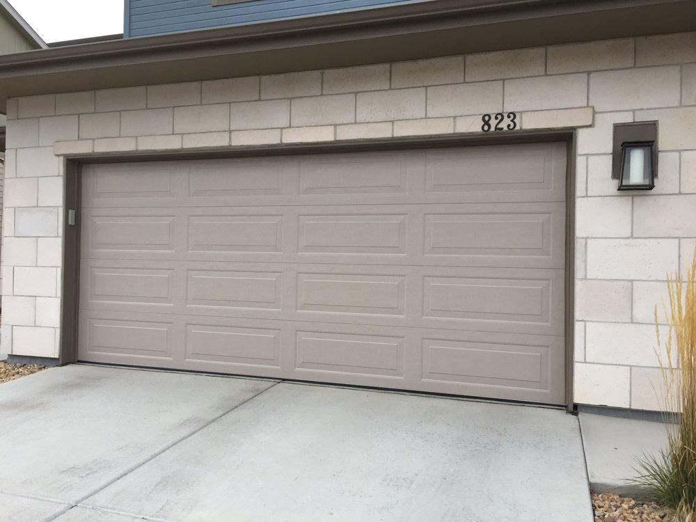 Kemp Garage Door: 92 Autumn Ct, Erie, CO