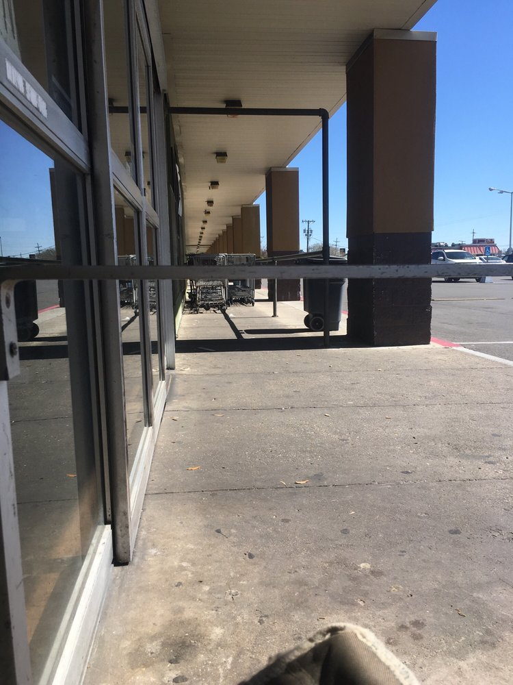 Simoneaud's Grocery and Market: 623 E Admiral Doyle Dr, New Iberia, LA