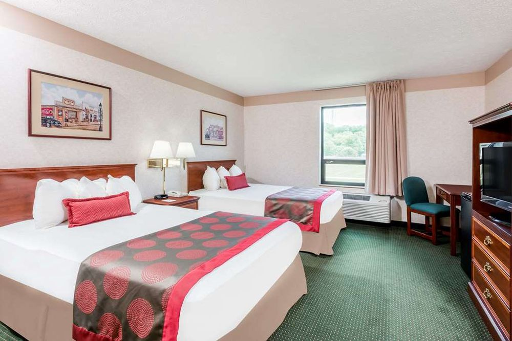 Ramada Limited Strasburg Dover: 509 South Wooster Avenue, Strasburg, OH