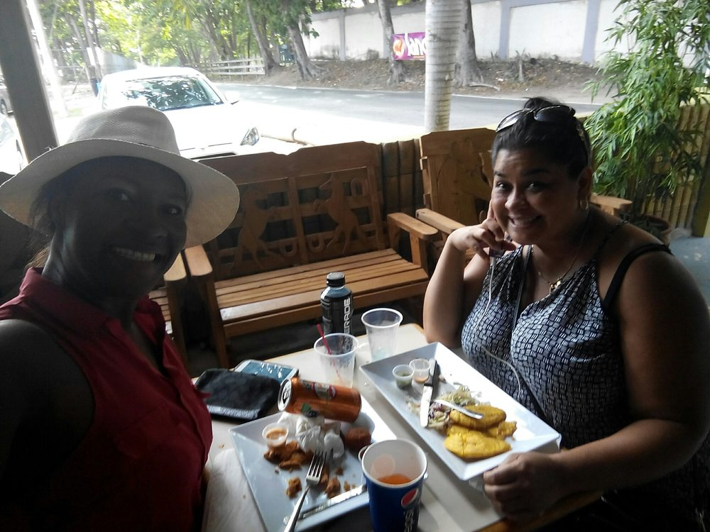 Camaleon Bar And Grill: Puerto Rico 681, Arecibo, PR