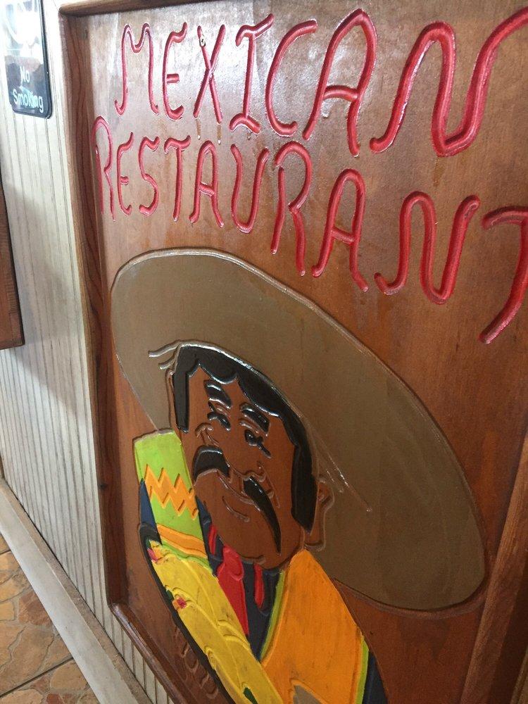 Mi Pueblo: 980 Hwy 327 E, Silsbee, TX