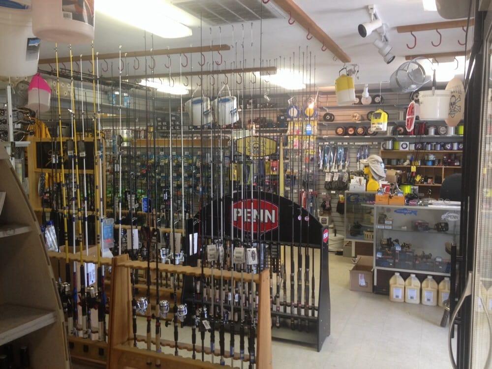 J & W Seafood: 16552 General Puller Hwy, Deltaville, VA