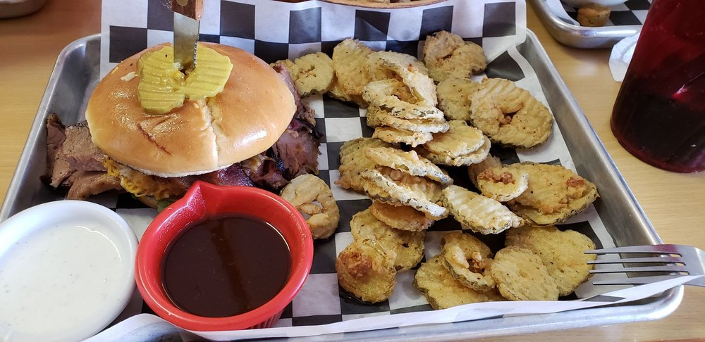Outlaw Burgers: 111 W 4th St, Justin, TX
