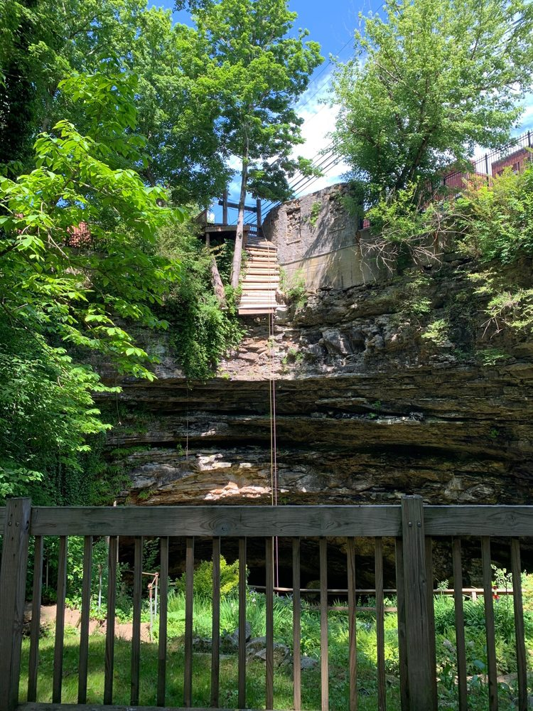 Hidden River Cave & American Cave Museum: 119 E Main St, Horse Cave, KY