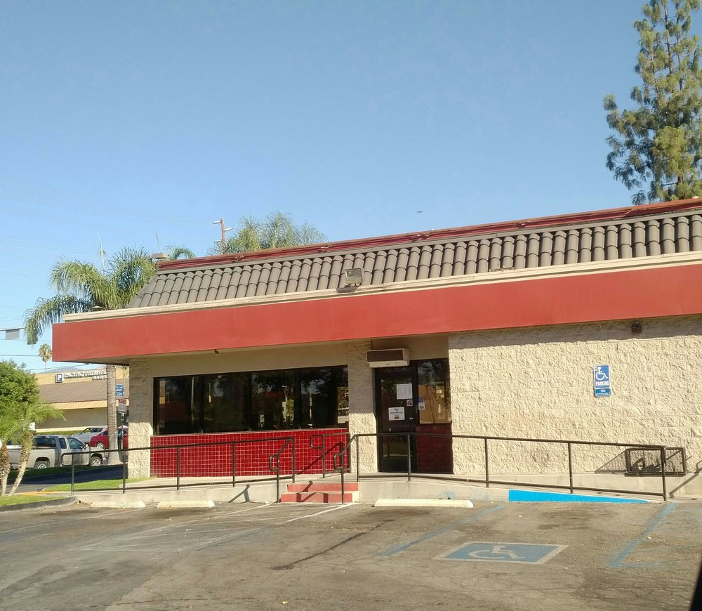 Jack In the Box: 1605 E Highland Ave, San Bernardino, CA