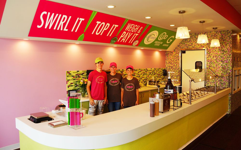Hoopla Frozen Yogurt: 3260 Niles Rd, Saint Joseph, MI
