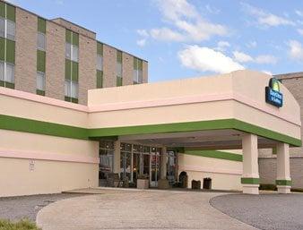 Days Inn Elkins: 1200 Harrison Avenue, Elkins, WV
