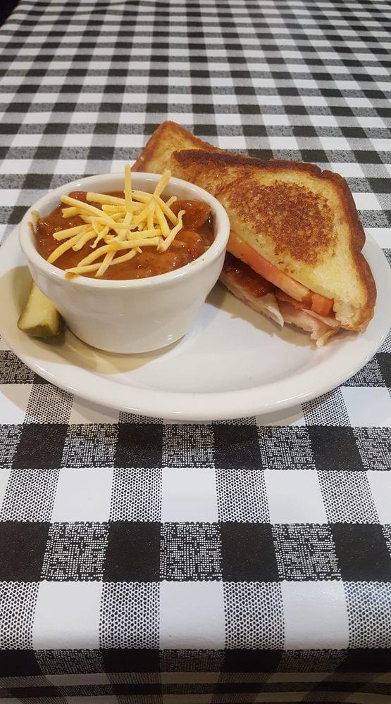 MA's Cafe: 419 W Broadway, Plainview, MN