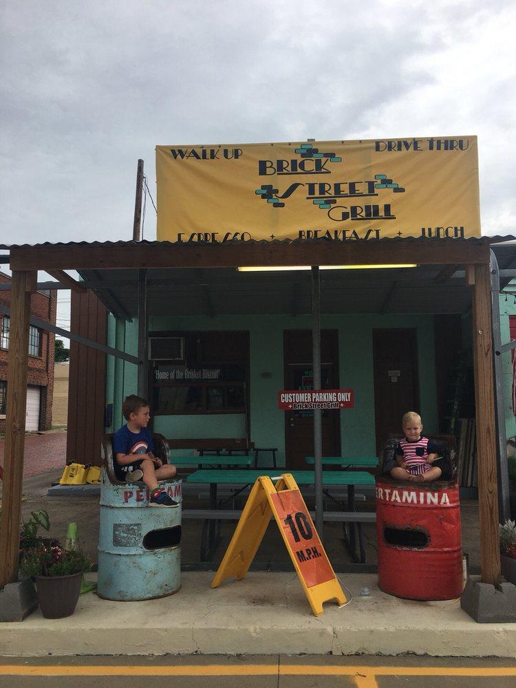 Brick Street Grill: 201 S Main St, Henderson, TX
