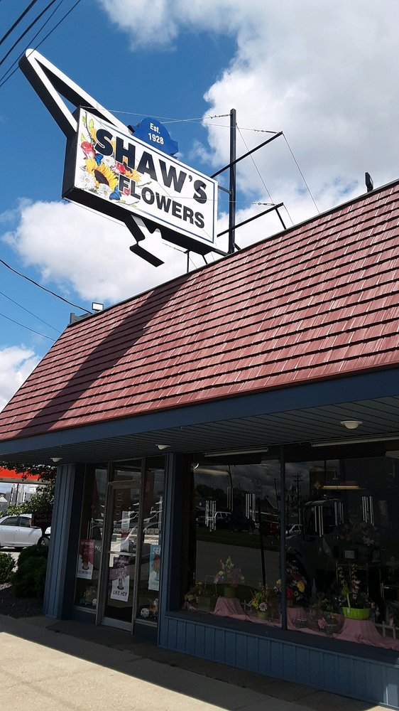 Shaw's Flowers: 423 2nd St, Henderson, KY