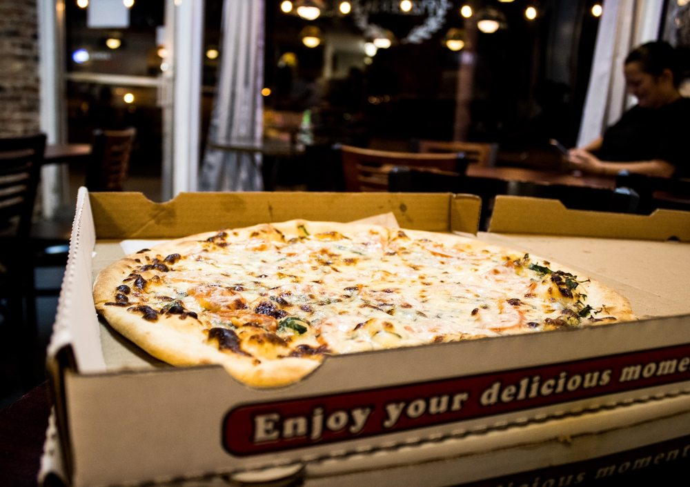 Cely's Pizzaria: 210 W Muskogee Ave, Sulphur, OK