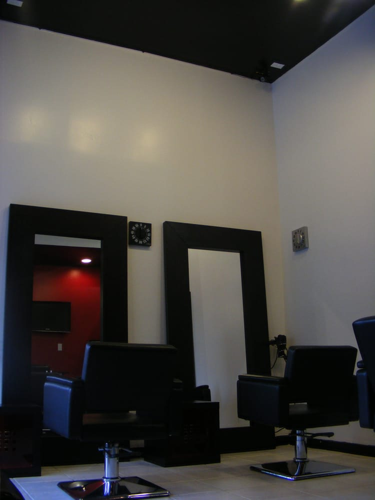 Sussy Salon: 2937 Jordan St, Flushing, NY