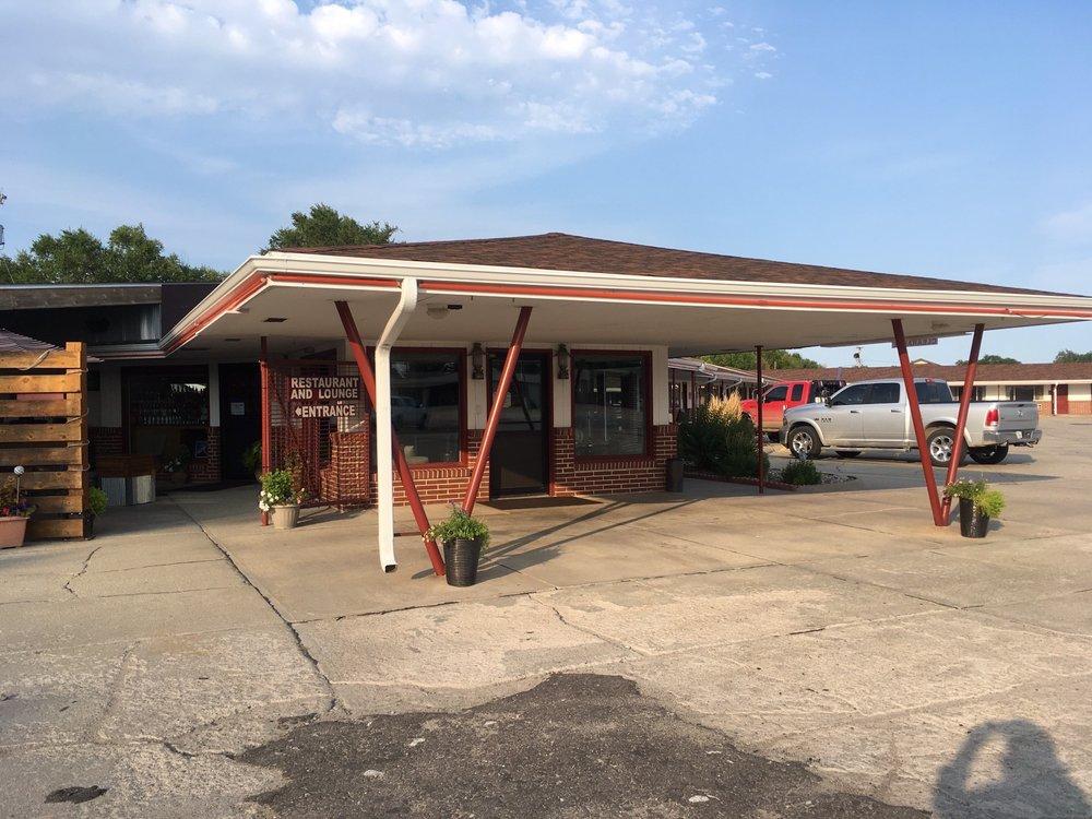 Neon Restaurant & Lounge: 618 W C St, Valentine, NE