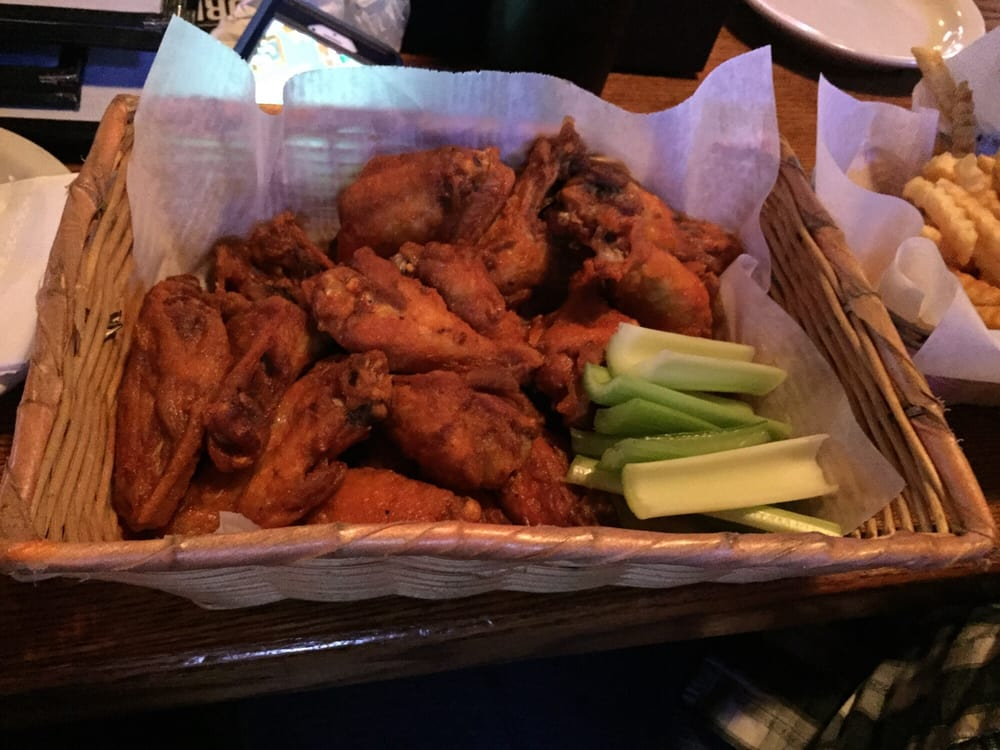 Rookies Sports Bar & Grill: 2180 NW 156th St, Clive, IA